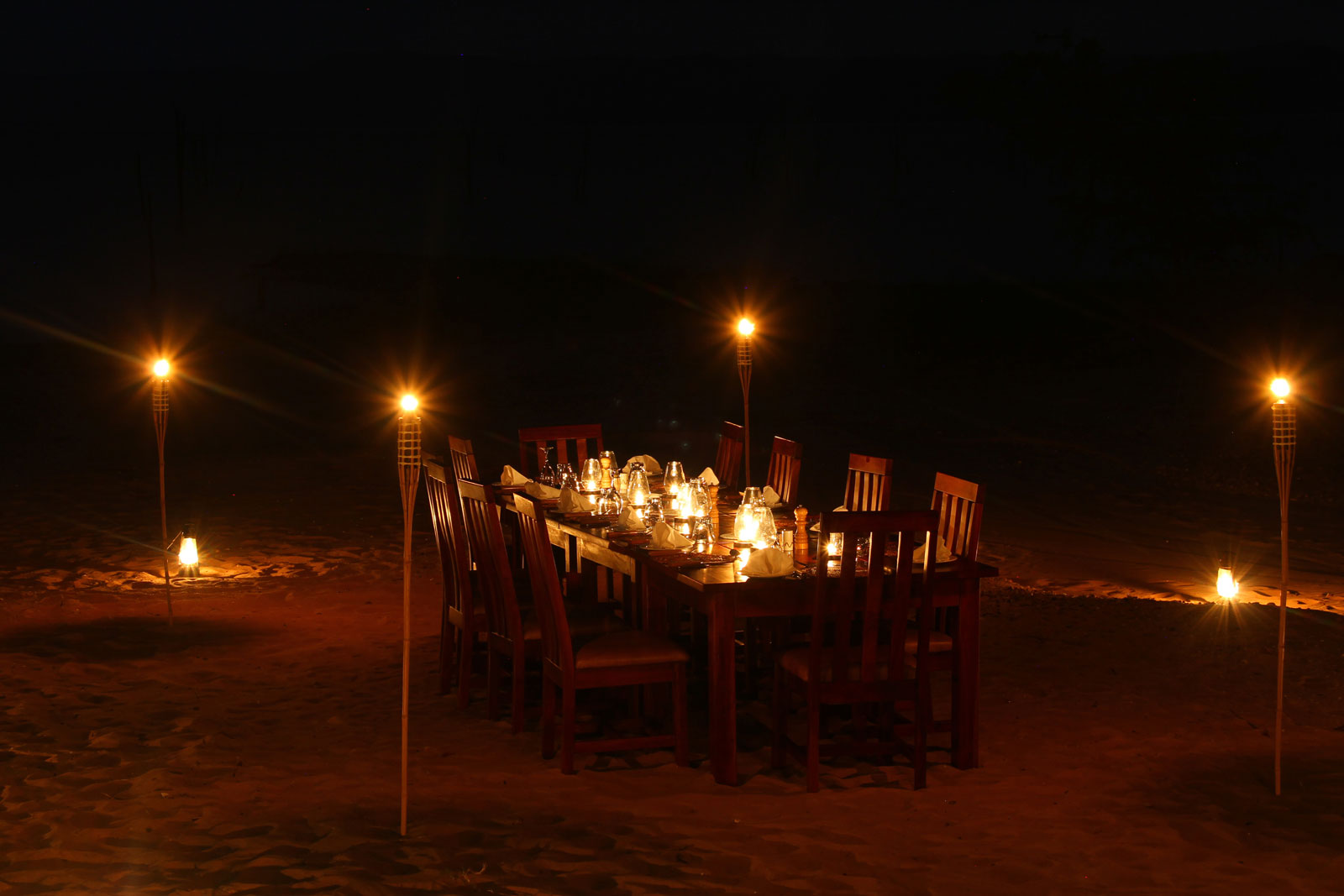"Beach dining at Changa ©<a href=http://www.changasafaricamp.com target=""_blank"">Changa Safari Camp</a>"