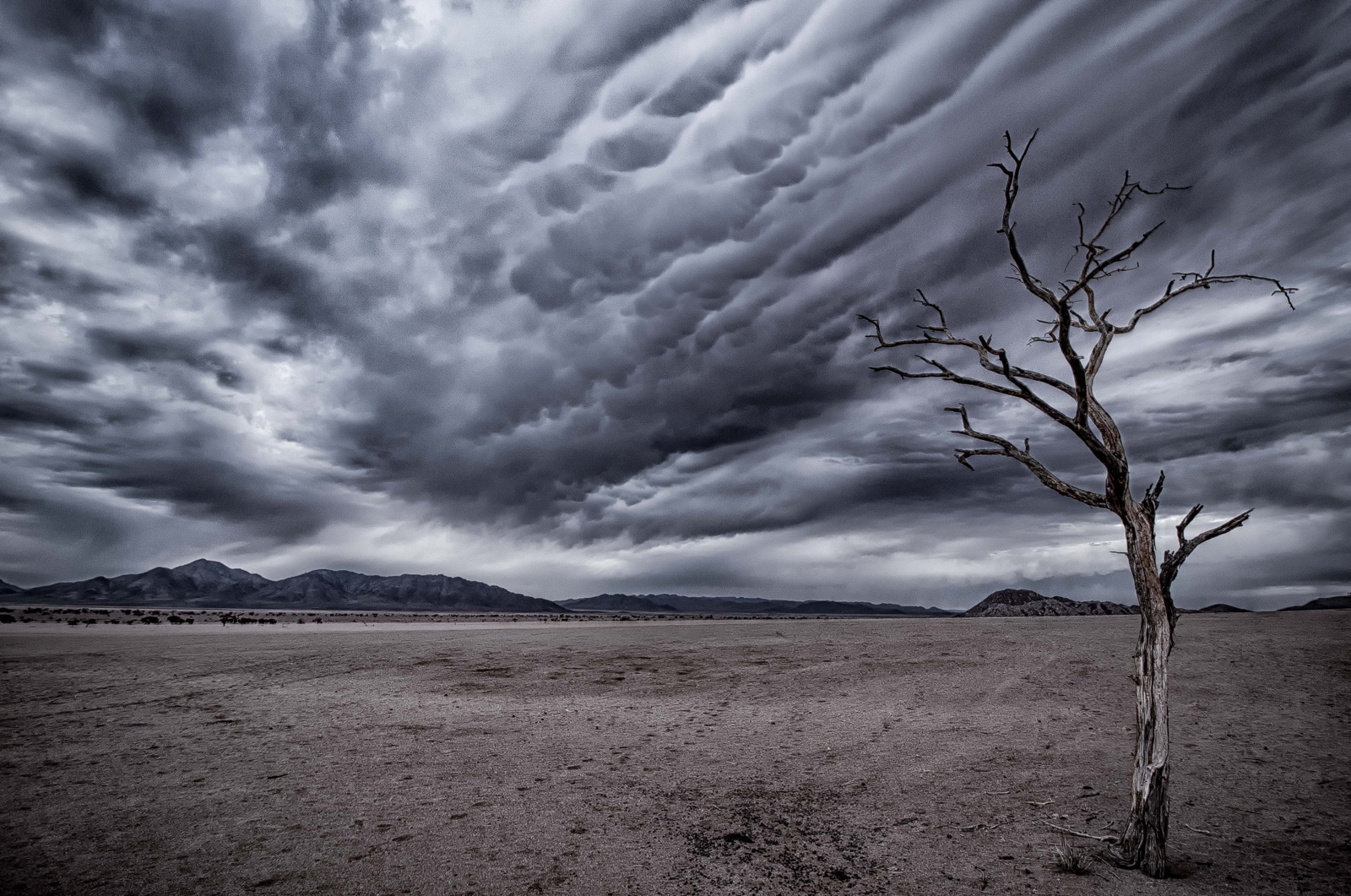Dramatic cloud formations over the Namib Desert ©Ettienne Rossouw