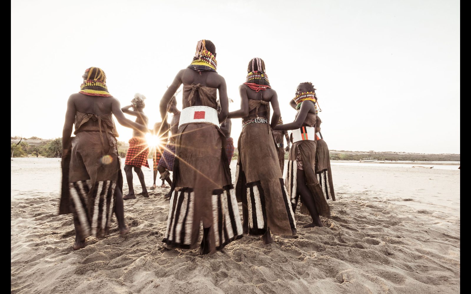 "A traditional Turkana dance on the shores of Lake Turkana ©  <a href=""https://content.notesfromtheroad.ch/turkana-cradle-of-mankind/"" target=""_blank""> Joe Bürgi </a>"