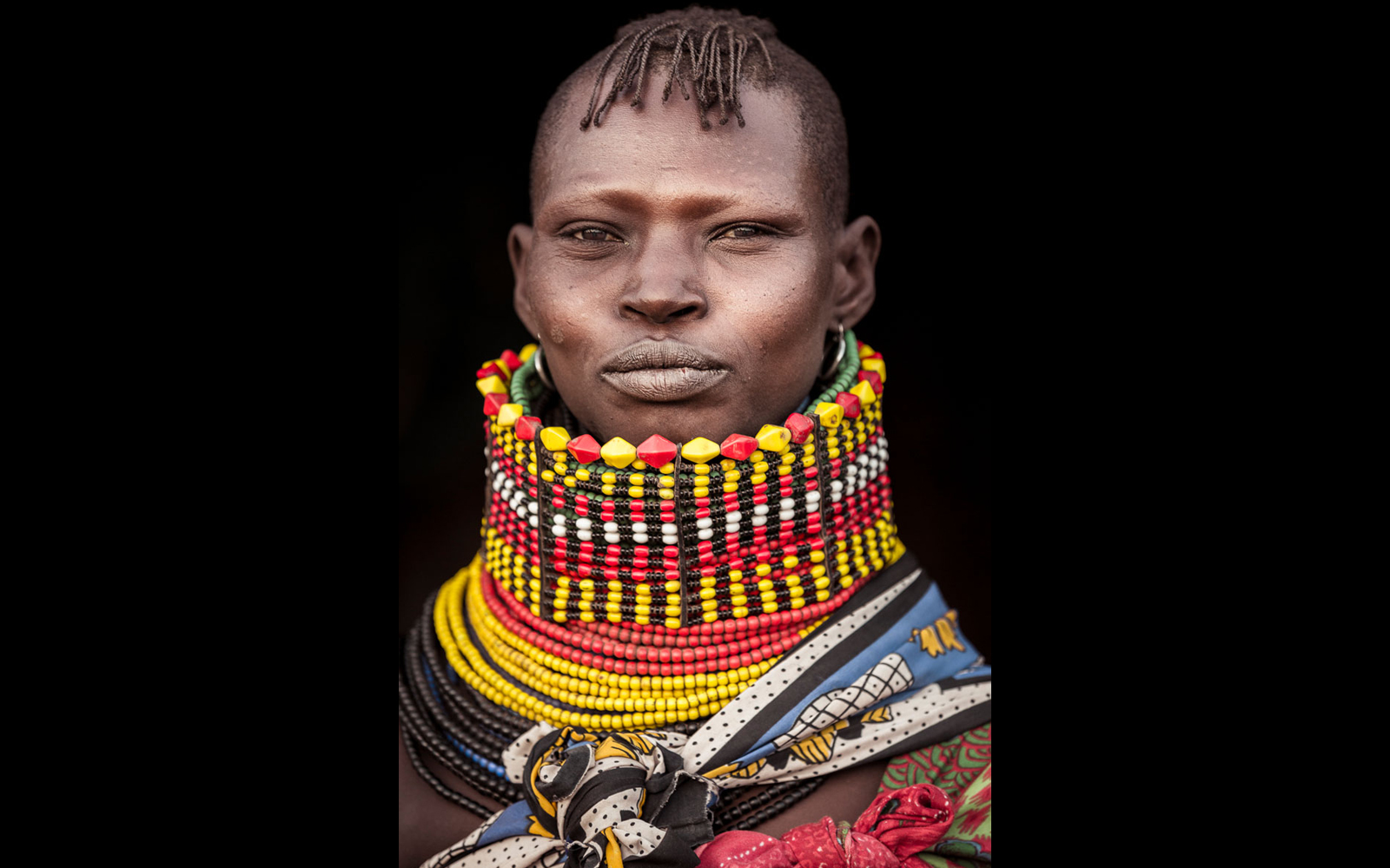 "Turkana tribeswoman with the traditional beaded necklace worn as a sign of marriage © <a href=""https://content.notesfromtheroad.ch/turkana-cradle-of-mankind/""_blank""> Joe Bürgi </a>"