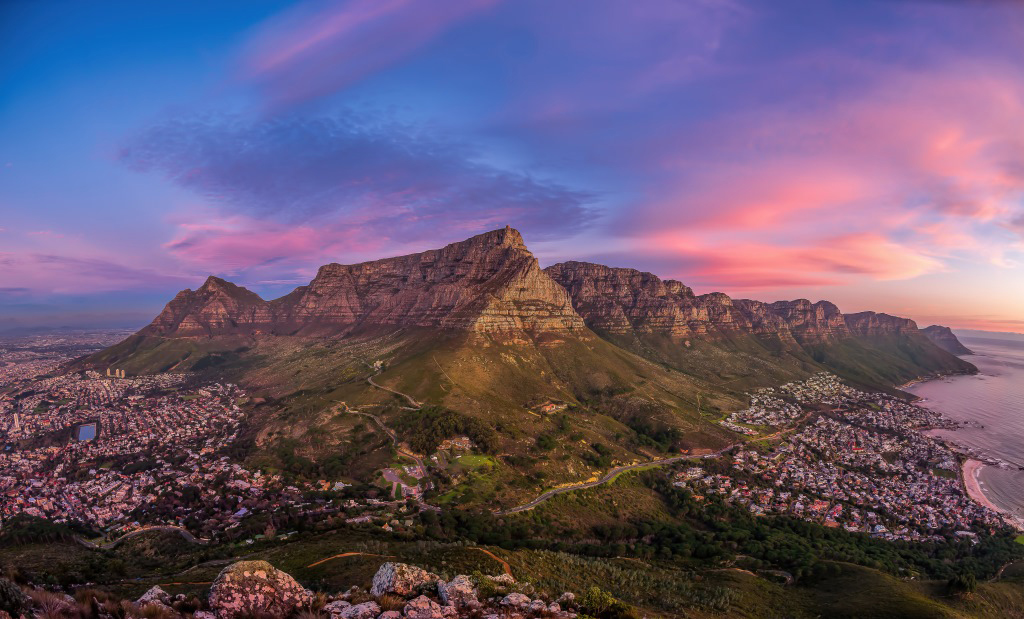 A fabulous sunset over Table Mountain in Cape Town, South Africa ©Dercio Jose Pinto Chim Jin