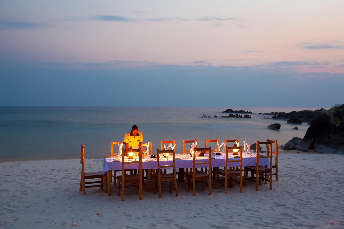 beach-dinner