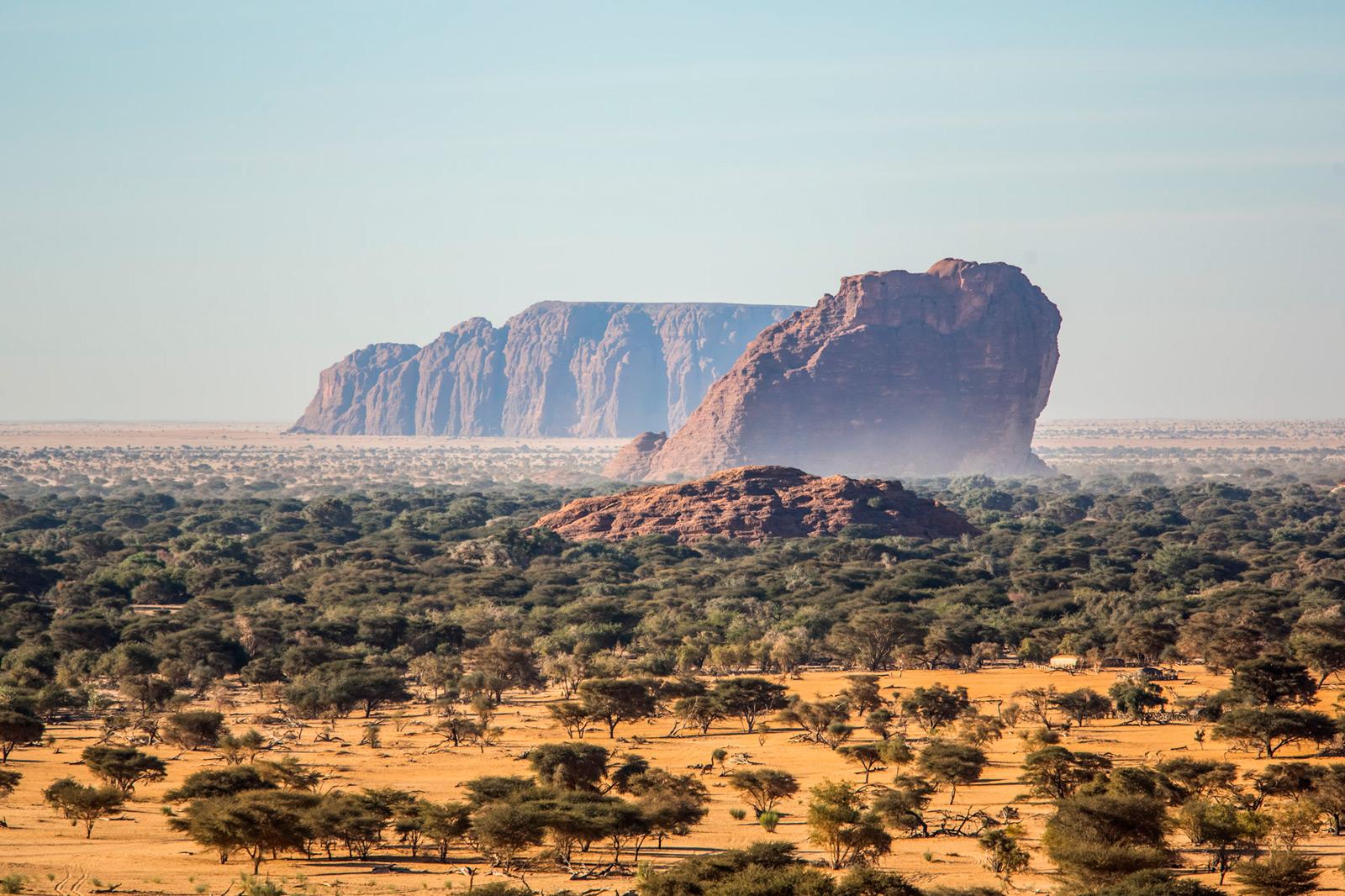 ennedi-plateau-acaica-and-rock