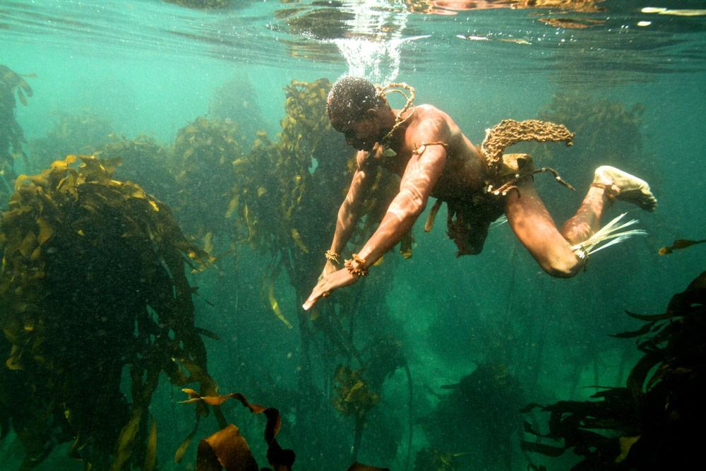 stone-age-man-dives