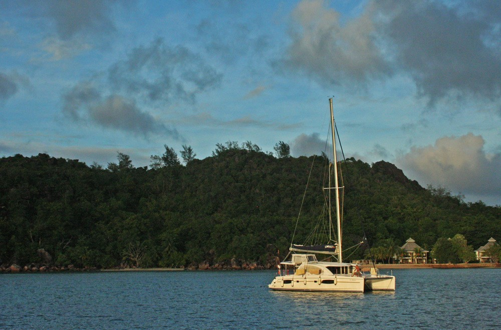 sailing-honeymoon-MOORINGS