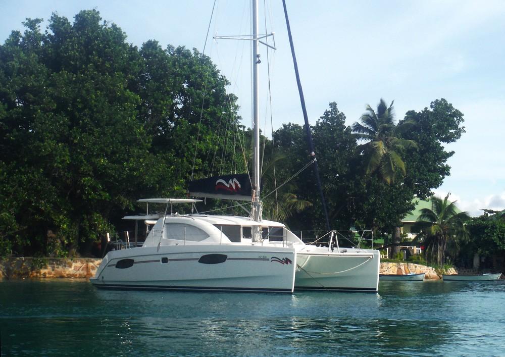 seychelles-ladigue-harbour