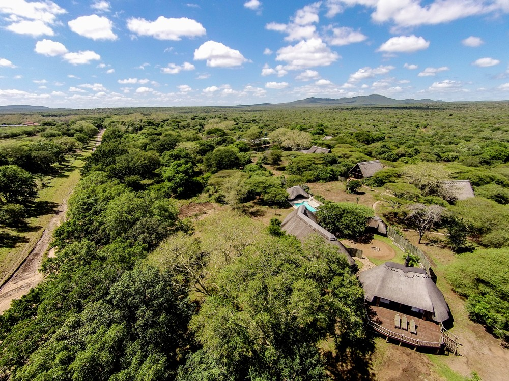 Unwind in the lap of luxury at Rhino River Lodge, ©Paul Changuion