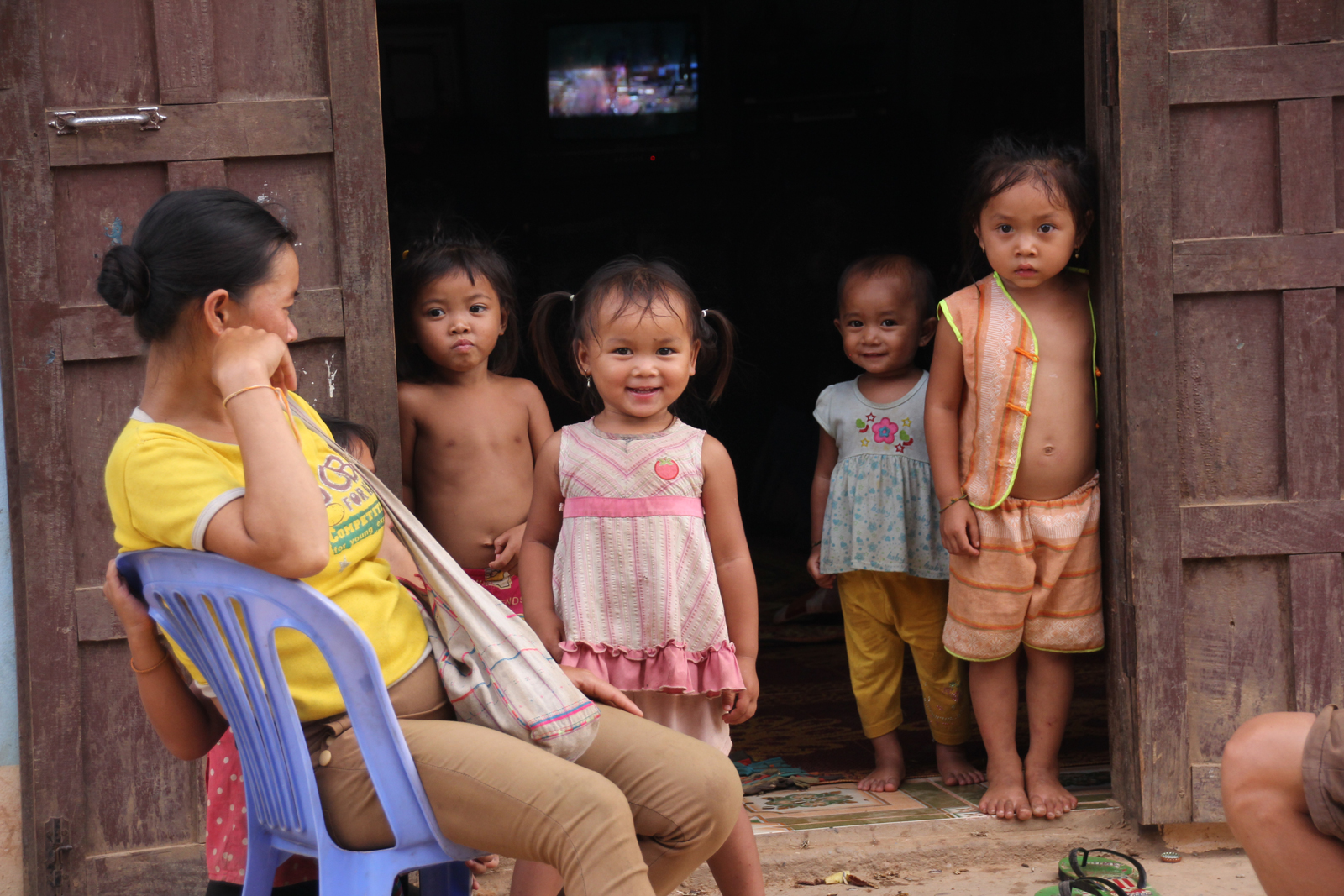 cute-laotian-children-buy-no-rhino