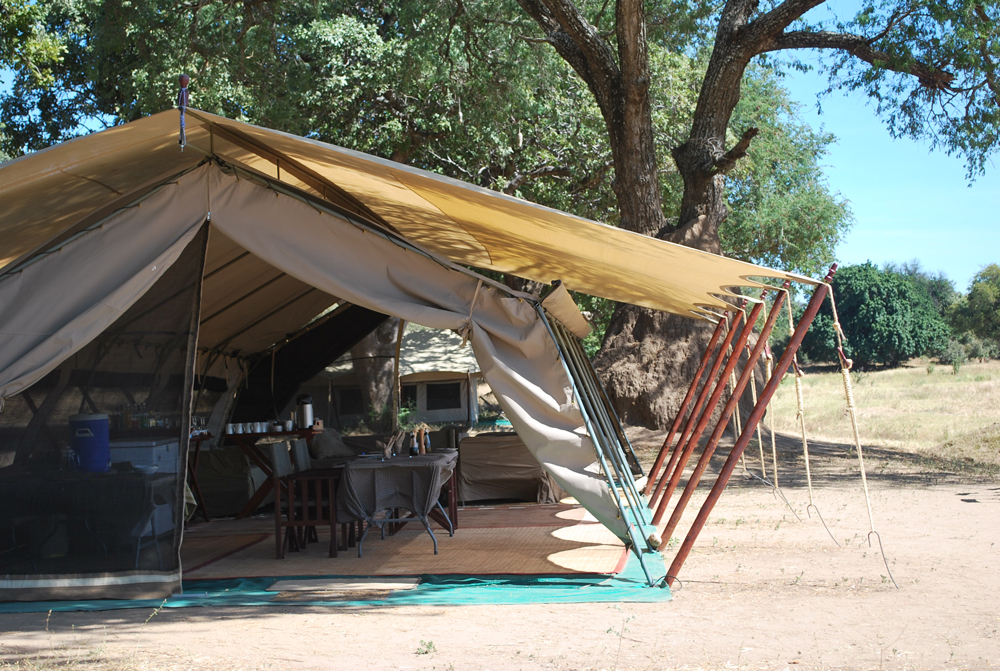 tent-accommodation-mana-pools-safari