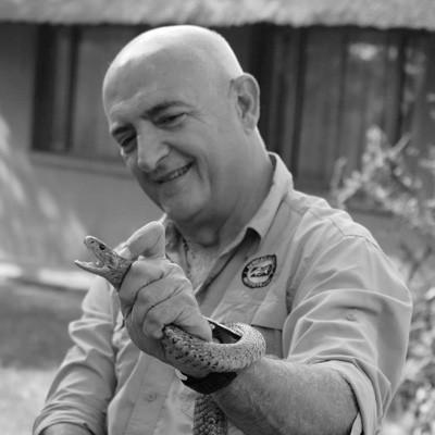 Johan-Marais-with-Snouted-Cobra