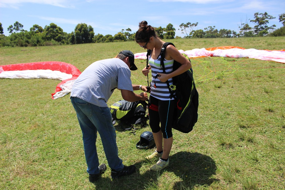 getting-ready-to-go-paragliding