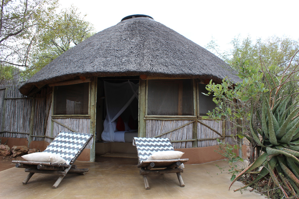 A cosy rondavel at Umlani Bushcamp ©Kelly Winkler