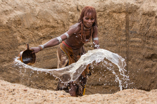 4-kellie-netherwood-hamar-woman-collects-water-keske-river-omo-valley-ethiopia