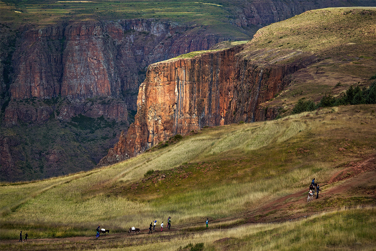 Villagers on their way back home after shopping in Semonkong, Lesotho © Hesté de Beer